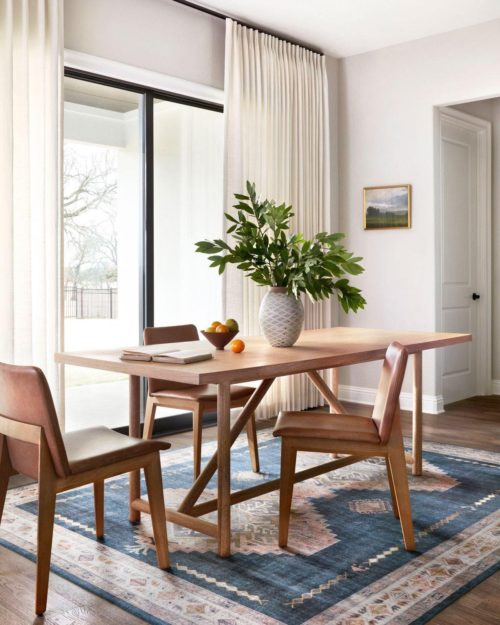 Dining room rug to add spring decor to the home